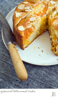 apricot and almond cake Apricot Recipes, Almond Recipes, Fruit Recipes, Baking Recipes, Sweet Recipes, Dessert Recipes, Fall Recipes, Recipies, Apricot Cake