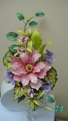 This is a gorgeous sugar arrangement!