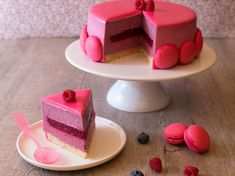 Light Bavarian with red fruits , Sweet Recipes, Cake Recipes, Dessert Recipes, Köstliche Desserts, Delicious Desserts, Vegan Ice Cream, Mousse Cake, Pastry Cake, Cupcakes