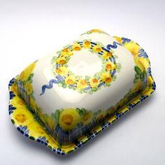 Alle Dosen der Familie BlueHoria-Berdea! Die Blau-Gelb-Grüne Designfamilie von Unikat-Keramik. Das wohl einzigartigste Keramik Geschirr der Welt! Butter Dish, Dishes, Design, Blue Yellow, Unique, Tablewares, World, Dish