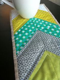 chevron mug rug-who wants to sew this up for me??  So adorable!  Love the pattern!