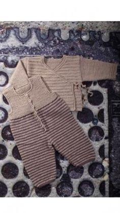 Strikkeopskrift: Trøje og buksedragt med striber | Familie Journal