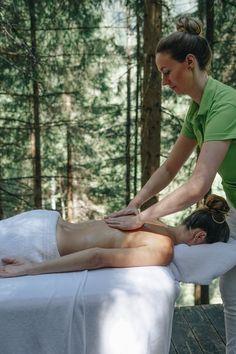 Lassen Sie sich von unseren Behandlungen inmitten   einer   romantischen   Lichtung   in  den  Wäldern  rund  ums  Forsthofgut  verzaubern.   In   bequemer   Kleidung   geht  es  hinaus  in  die  Natur.  Die gute, frische Waldluft und die leichte Wanderung  in  Begleitung  eines  waldSPA  Therapeuten  stimmen  Sie  bereits  auf  die  unvergessliche  Behandlung  in  der  freien  Natur ein.  Jetzt buchen unter: +43 6583 8561 25 Wellness Massage, Cellulite, Holding Hands, Couple Photos, Couples, Summer, Nature, Time Out, Hand In Hand