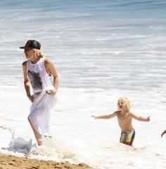 Gwen Stefani and Kids enjoy Newport Beach