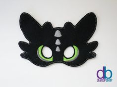How to train your dragon. Toothless Felt Embroidered Mask by DeBoopShop on Etsy Beautifully made!