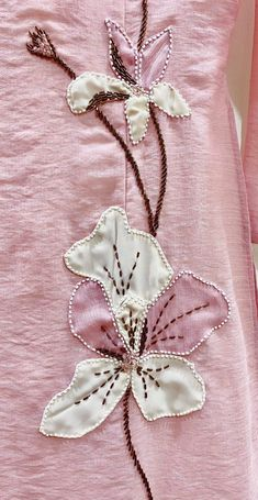 Cutwork Embroidery, Hand Embroidery Videos, Embroidery On Clothes, Hand Work Embroidery, Embroidery Flowers Pattern, Couture Embroidery, Flower Embroidery Designs, Creative Embroidery, Simple Embroidery