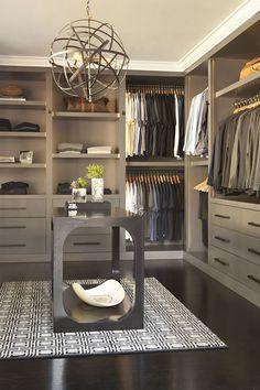 Très grand dressing pour hommes modernes #look #dressing #mode #homme #fashion