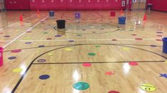 Underhand tossing activity in elementary physical education. Physical Education Activities, Elementary Physical Education, Pe Activities, Health And Physical Education, Gross Motor Activities, Gross Motor Skills, Science Education, Baby Education, Pe Games Elementary