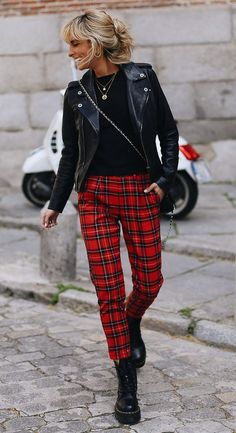 30 Chic Fall Outfits To Try This Season - street style obsession / red plaid pants + biker jacket + bag + boots + top - Karohosen Outfit, Striped Dress Outfit, Plaid Pants Outfit, Winter Skirt Outfit, Plaid Outfits, Fall Outfits, Red Plaid Pants, Plaid Jeans, Plaid Jacket