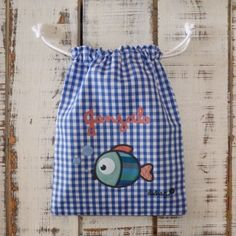 Bolsa merienda PEZ con tu nombre Couture, Drawstring Backpack, Sewing Projects, Packing, Backpacks, Social, Ideas Para, Disney, Scrappy Quilts