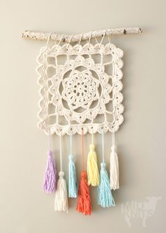 crochet diy Ravelry: Dreaming of Granny, Granny Square Wall Hanging pattern by Erin Black Crochet Diy, Crochet Wall Art, Crochet Wall Hangings, Crochet Motifs, Granny Square Crochet Pattern, Crochet Squares, Crochet Home, Love Crochet, Crochet Crafts