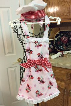 MINI MOUSE APRON & Chefs Hat. Sweet little Mini Mouse on Pink Background. Red White Polka Dots White Eyelet Lace. Lined. Ages 5 to 10. by MSBeaulieuDesigns on Etsy