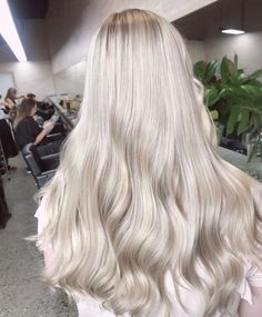 Hair Extensions In Human Hair Hair Extensions With Wire Band Blonde Hair Shades, Icy Blonde, Brown Blonde Hair, Pearl Blonde, Baby Blonde Hair, Pearl Hair, Perfect Blonde Hair, Blonde Hair Looks, Hair Color Guide