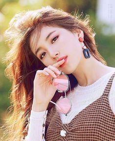 Stunning beauty colliding with talent Bae Suzy, Korean Beauty, Asian Beauty, Beautiful Asian Women, Most Beautiful, Miss A Suzy, Foto Portrait, Park Shin Hye, Korean Celebrities