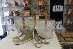 Shopping bag, sneakers e ballerine #geo white...ecco un look perfetto per il tuo #outfit per la #primavera by Alviero Martini 1^classe e #valigeriaambrosetti