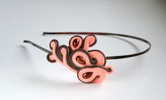 Diadema. Soutache. Diadema. de Qlka Art Boutique Fascinator, Cuff Bracelets, Hair Accessories, Ideas Creativas, Mini, Unique, Hats, Handmade, Jewelry