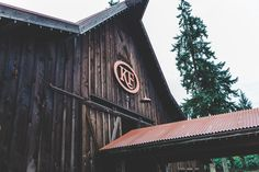 If you are planning a rustic barn wedding, the Kelley Farm wedding venue is hard to beat. We love shooting at this prime NW venue in Bonney Lake/ Sumner, Wa.    Rustic Barn / Outdoor Venue / Bonney Lake wedding photographer Photo by: TGTB Collective