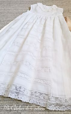 Free patterns Choose baptismal dresses for children Baptism Dress, Christening Gowns, Sewing Tutorials, Smocking, Free Pattern, Flower Girl Dresses, Mom, Children, Wedding Dresses
