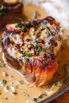 Easy Pan-Seared Lamb Chops with Creamy Mustard-Thyme Sauce Lamb Chops Marinade, Lamb Loin Chops, Roasted Lamb Chops, Lamb Chops Oven, Baked Lamb Chops, Cooking Lamb Chops, Smoked Pork Chops, Grilled Lamb Chops, Lamb Shoulder Chops