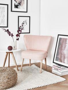 Pure Fifties-Eleganz! Der Cocktail-Sessel feiert sein Comeback. Wir haben für Euch eine Auswahl an eleganten Cocktail-Sesseln bei WestwingNow zusammengestellt. Hier findet Ihr bestimmt Euer Favorite-Piece! // Wohnzimmer Lounge Rosa Pink Weiss Pouf Beistelltische Gallery Wall