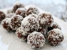 Coconut balls - recipe - The coconut balls are the perfect recipe for the advent season. Treat your family to a sweet tempta - Best Cookie Recipes, Sweet Recipes, Diy Truffles, Coconut Balls, Just Bake, Xmas Cookies, Balls Recipe, Perfect Food, Christmas Baking