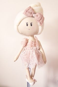 Little Avaloves to have tea parties with her friends and eat ice cream. She is 40cm tall. Her face is hand painted and hair hand dyed. She wears a dusty pink p