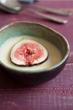 figs with custard sauce - it requires adaption for being dairy free