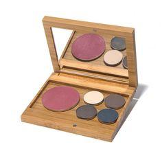 Create a Capsule – Elate Cosmetics Hazel Eye Makeup, Eye Makeup Tips, Smokey Eye Makeup, Makeup Ideas, Makeup Tutorials, Makeup Inspiration, Eco Friendly Makeup, Beauty Kit, How To Apply Eyeliner