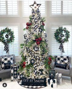 34 Popular Farmhouse Christmas Tree Ideas For Living Room Decor