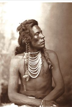 curley, ashishishe, crow scout that helped guide Custer/7th cavalry to Little Bighorn in1876 in pursuit of what the white man considered to be hostile Sioux & Cheyenne forces under Crazy Horse, Gall & Sitting Bull.These man were merely trying to defend their way of life.  He's believed to be sole survivor of the 5 companies that rode w/ Custer. I assume that was purely by accident 'cause he was an Indian.   by d.f. barry, 1878.  (One of C's paintings hangs in the Occidental Hotel, Wy. See pics.)