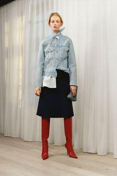 See all the Collection photos from Balenciaga Autumn/Winter 2017 Pre-Fall now on British Vogue Fashion Week, Fashion 2017, Runway Fashion, High Fashion, Winter Fashion, Fashion Trends, Fashion Outfits, Look 2017, Use E Abuse