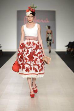 aee2acff7ae6 70 meilleures images du tableau Mode Pérou   Peru fashion en 2019 ...