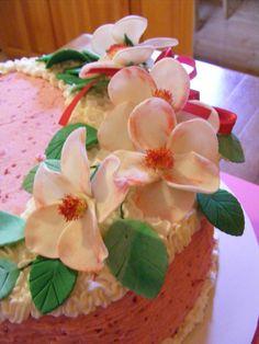 Strawberry cake with tragant flowers