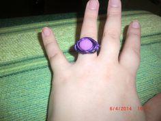 Anel arame roxo com pedra violeta