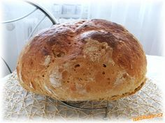 1. Těsto si připravíme v domácí pekárně.<br><br>2. Vykynuté těsto přendáme na plech vyložený pečícím... Slovak Recipes, Czech Recipes, Bread Recipes, Cooking Recipes, Salty Foods, Pasta Maker, Bread And Pastries, Healthy Dessert Recipes, Food 52