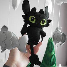 How To Train Your Dragon Baby Felt Crib Mobile Toothless Black Fury Nursery Decor : Felt Crafts Diy, Felt Diy, Cute Crafts, Mobiles, Puppet Patterns, Felt Patterns, Panda Nursery, Penguin Nursery, Dragon Mobile
