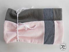 Super mooie kruikenzakken van wafelstof! Met als extra detail een spijker look band! In veel kleuren beschikbaar! Leuk voor in de wieg of ledikant tijdens de koudere maanden of voor pasgeboren baby's!