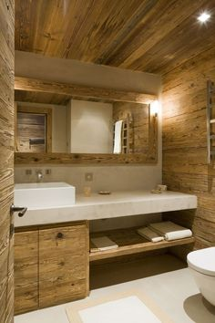 These rooms with rustic bathroom decor will inspire you to do country chic right. Cabin Bathrooms, Rustic Bathrooms, Rustic Cabin Bathroom, White Bathrooms, Attic Bathroom, Chalet Design, House Design, Chalet Interior, Cabin Interiors