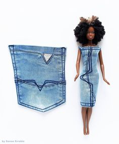 crocheted barbie doll clothes jeans back pocket Sewing Barbie Clothes, Barbie Sewing Patterns, Sewing Dolls, Doll Clothes Patterns, Clothing Patterns, Diy Clothes, Sewing Diy, Barbie E Ken, Barbie Dolls Diy