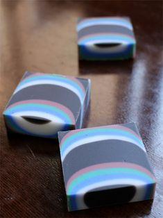 $新潟 手作り石鹸の作り方教室 アロマセラピーのやさしい時間-デザイン石けん黒x白x青x緑x赤