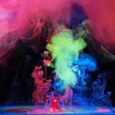 Танцующие под водой краски
