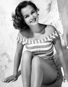 Debbie Reynolds she looks perfect in this picture!! I adore her!