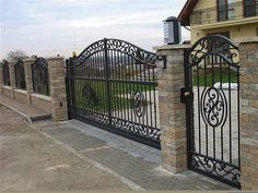 48 Steel Gate Design Idea is Perfect for Your Home Fence Gate Design, Steel Gate Design, Iron Gate Design, House Gate Design, Rod Iron Fences, Wrought Iron Driveway Gates, Metal Gates, Driveway Fence, Iron Garden Gates