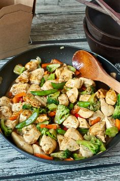 A super easy, homemade chicken and veggie stir fry | FamilyFoodontheTable.com