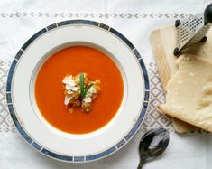 Tomatsuppe med gulrot Thai Red Curry, Ethnic Recipes, Food, Meal, Hoods, Eten, Meals