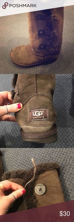 Authentic ugg boots! Super cute and comfy ugh boots. Worn but still in great condition. Only one minor problem is on the right boot the string to hook over the button is broken. However they can still be worn and the string can be tucked in. This damage is noted in the price. Check all photos UGG Shoes Winter & Rain Boots