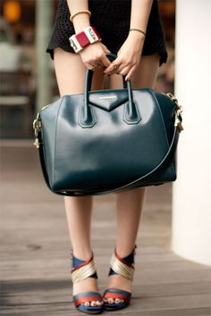 Love this colour of Givenchy Antigona Bag