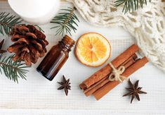 10 Fall Essential Oil Diffuser Recipes - check out these easy fall scents you… Fall Essential Oils, Essential Oil Diffuser Blends, Young Living Essential Oils, Anti Tabaco, Wholesale Fragrance Oils, Ravintsara, Natural Beauty Recipes, Fall Scents, Diy Fall Fragrance