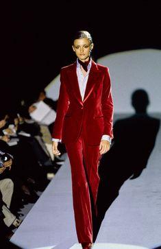 Gucci Fall 1996 Ready-to-Wear Collection - Vogue 1990s Fashion Trends, Gucci Fashion, Fashion Week, Trendy Fashion, Runway Fashion, High Fashion, Vintage Fashion, Fall Fashion, 50 Fashion