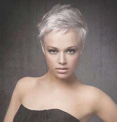 Grau ist HOT! 12 schöne Kurzhaarfrisuren in Grau, die Du unbedingt ... | Frauen Haare |